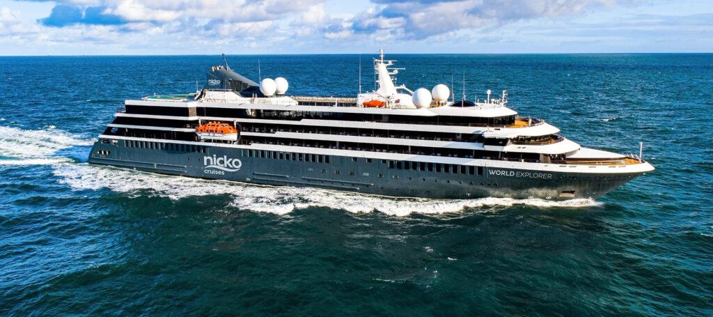 kreuzfahrtschiff nicko cruises auf dem meer