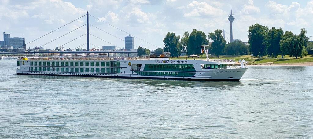 flusskreuzfahrtschiff plantours lady diletta auf dem wasser